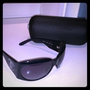 Authentic Chanel Sunglasses 5084H. Dark Blue. New